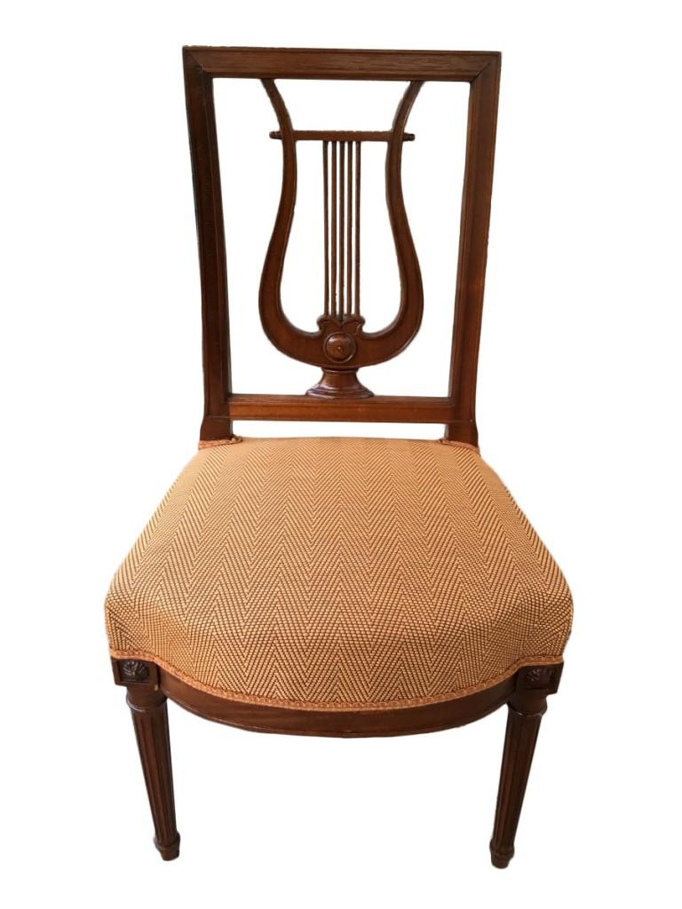 Suite 12 chaises dossier lyre