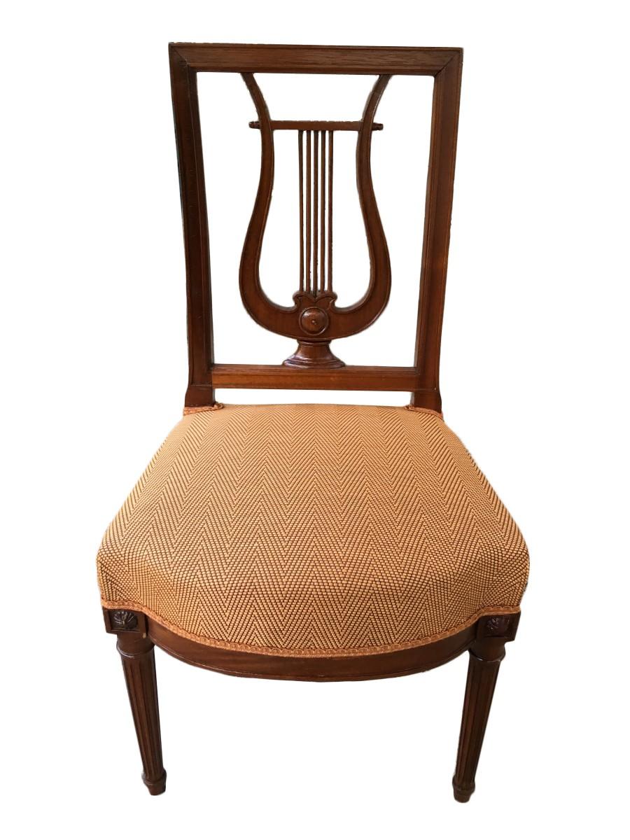 Suite de 12 chaises à dossier lyre