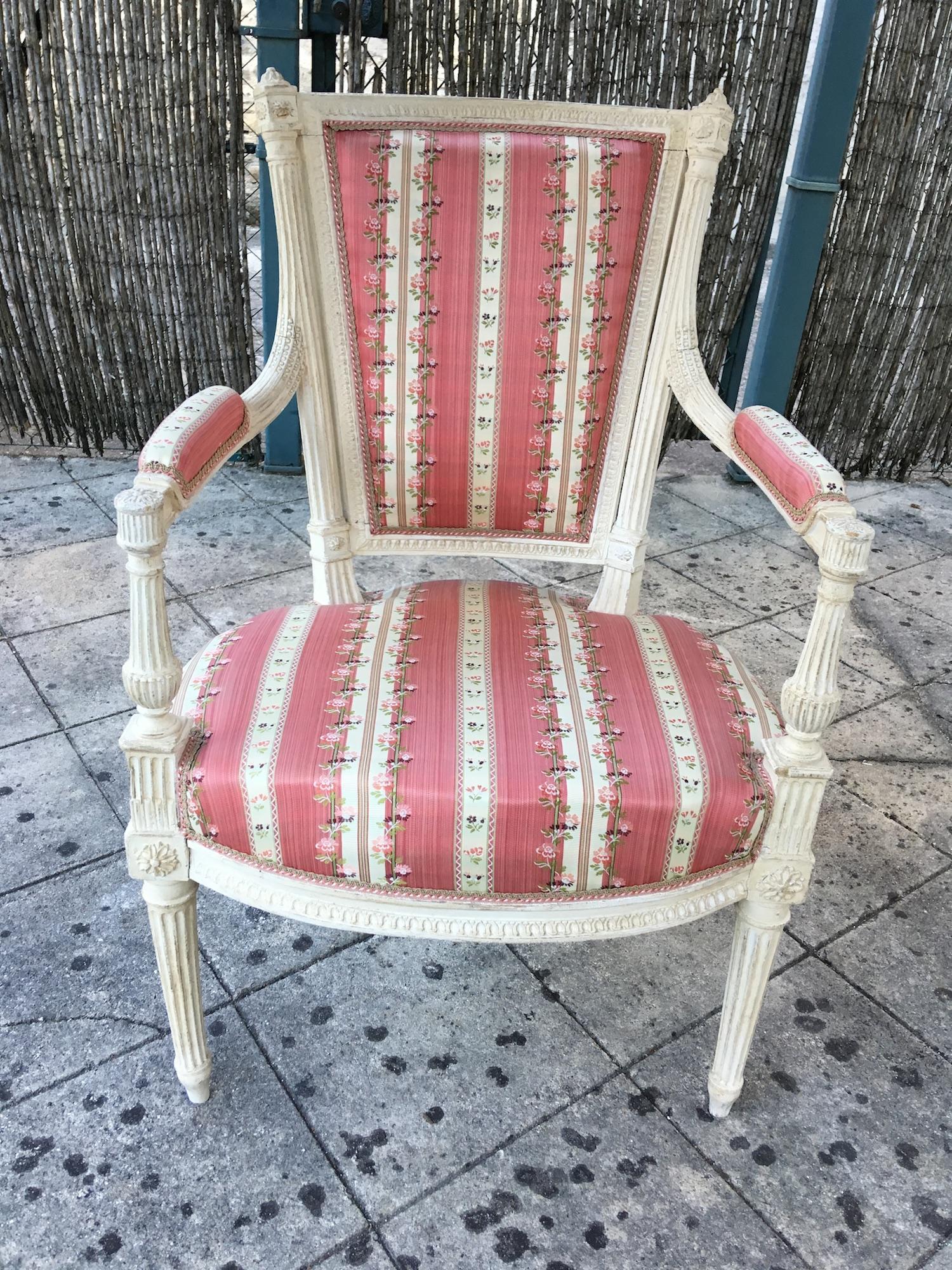 Paire de fauteuils d'époque Louis XVI estampillés AVISSE