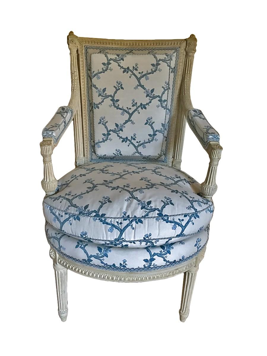 Suite de 4 fauteuils Louis XVI estampillés AVISSE