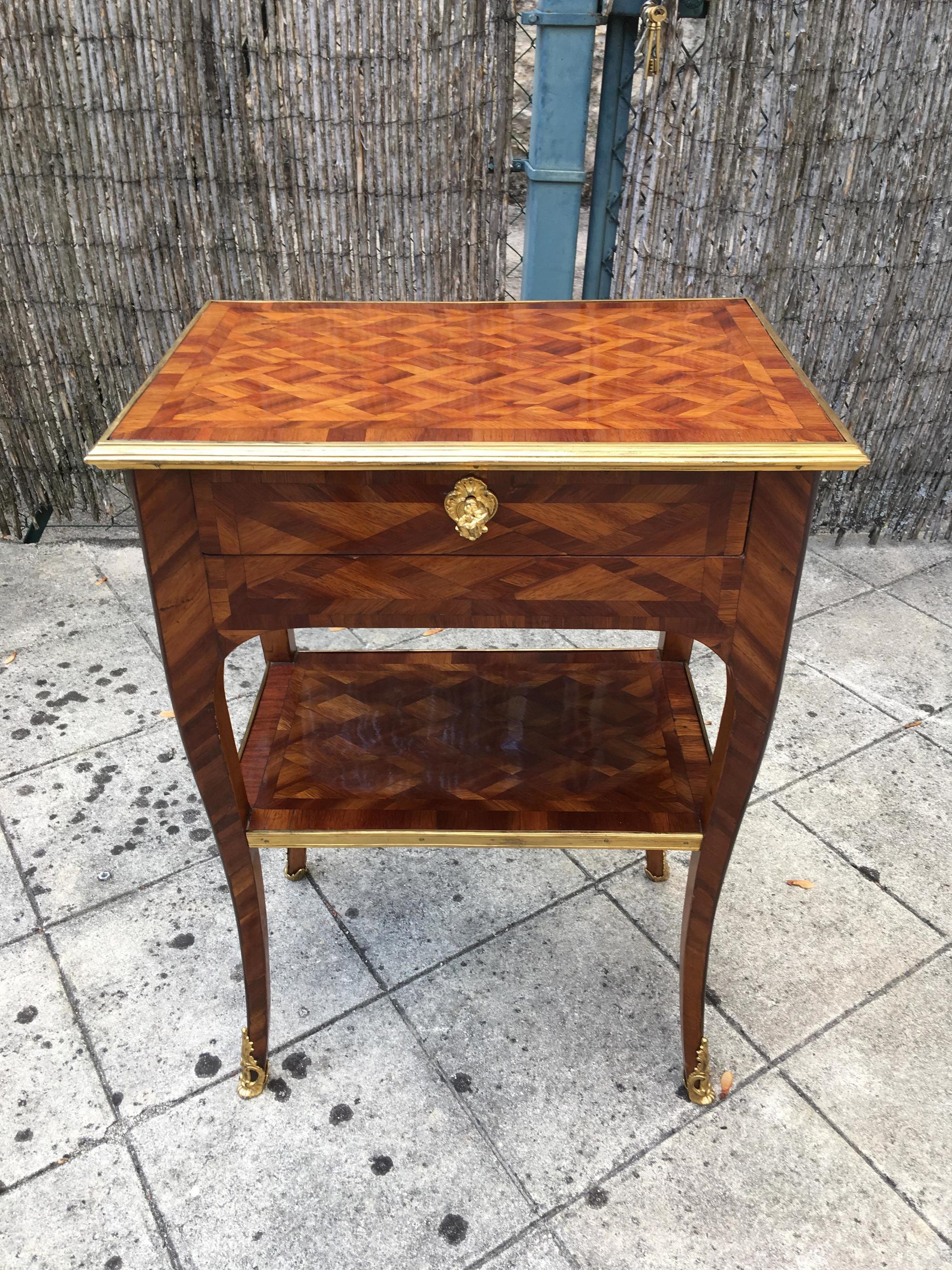 Petite table d'époque Louis XV