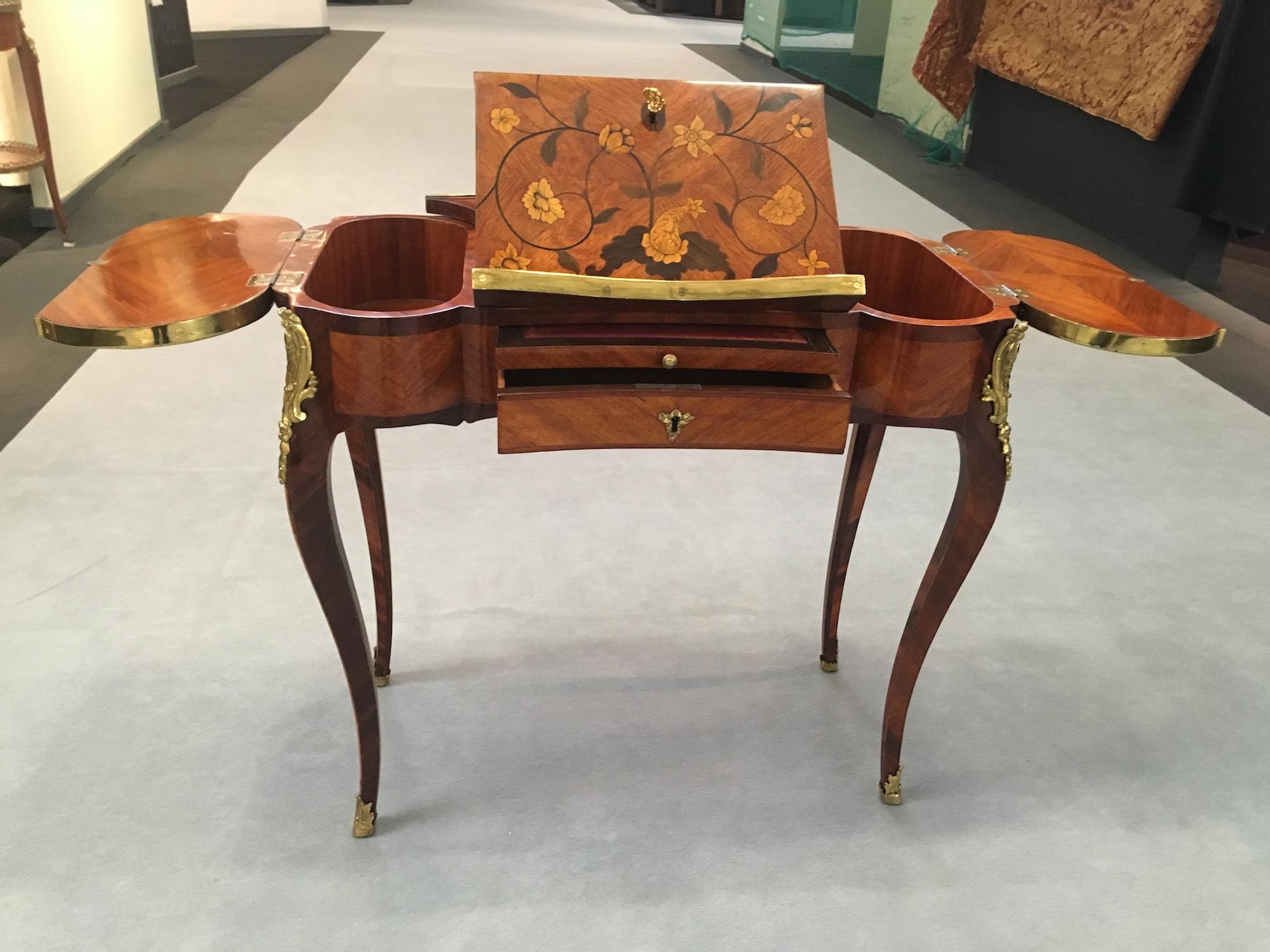 Table liseuse d'époque Louis XV estampillée TUART