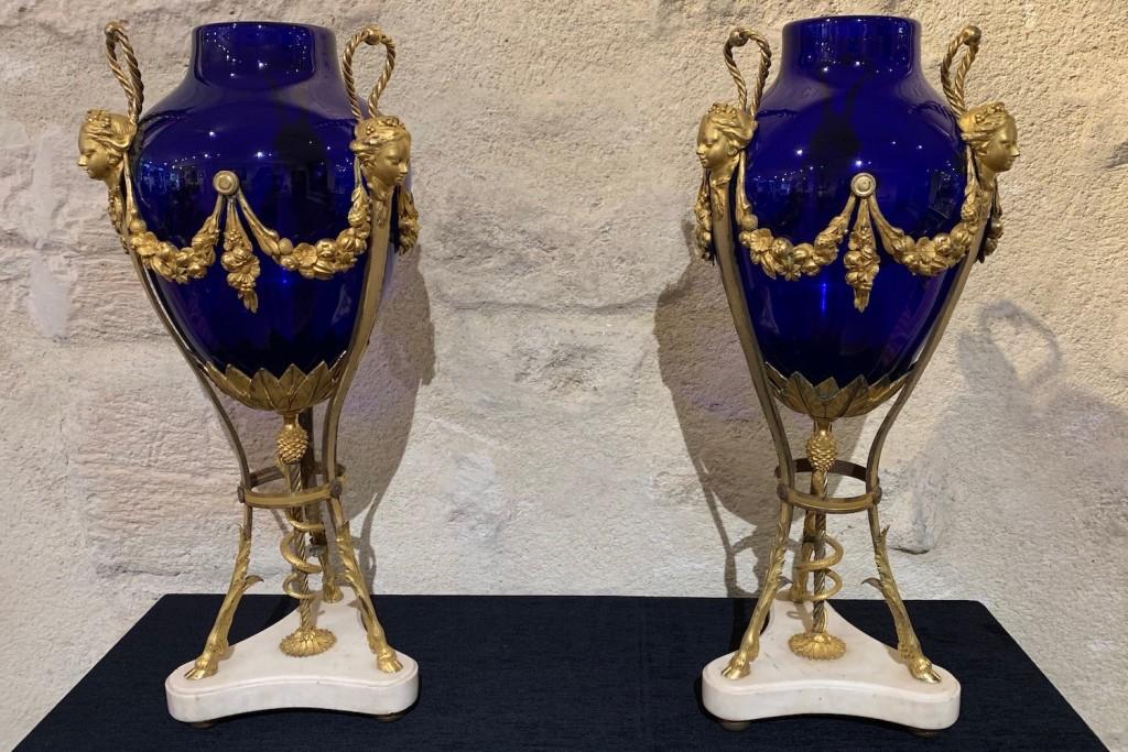 Paire vases verre bleu Louis XVI