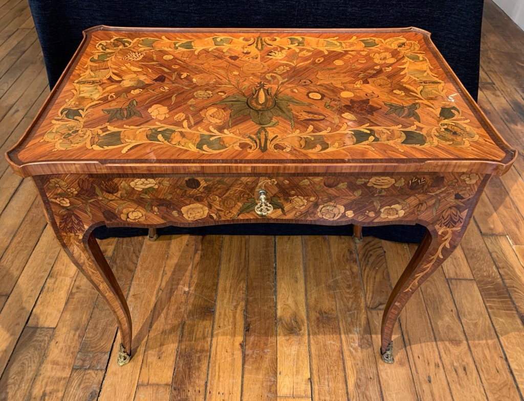 Petite table fleurs Louis XV