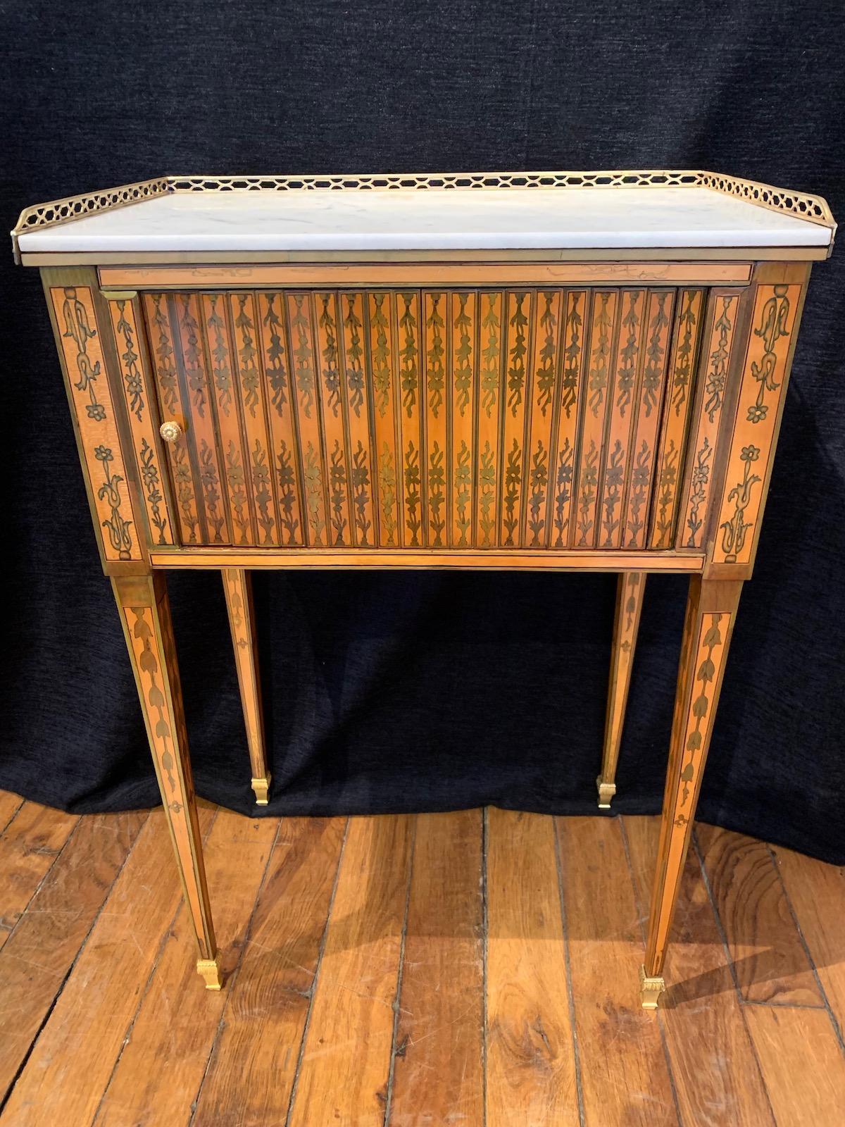 Petite table de salon attribuée à RVLC d'époque Louis XVI