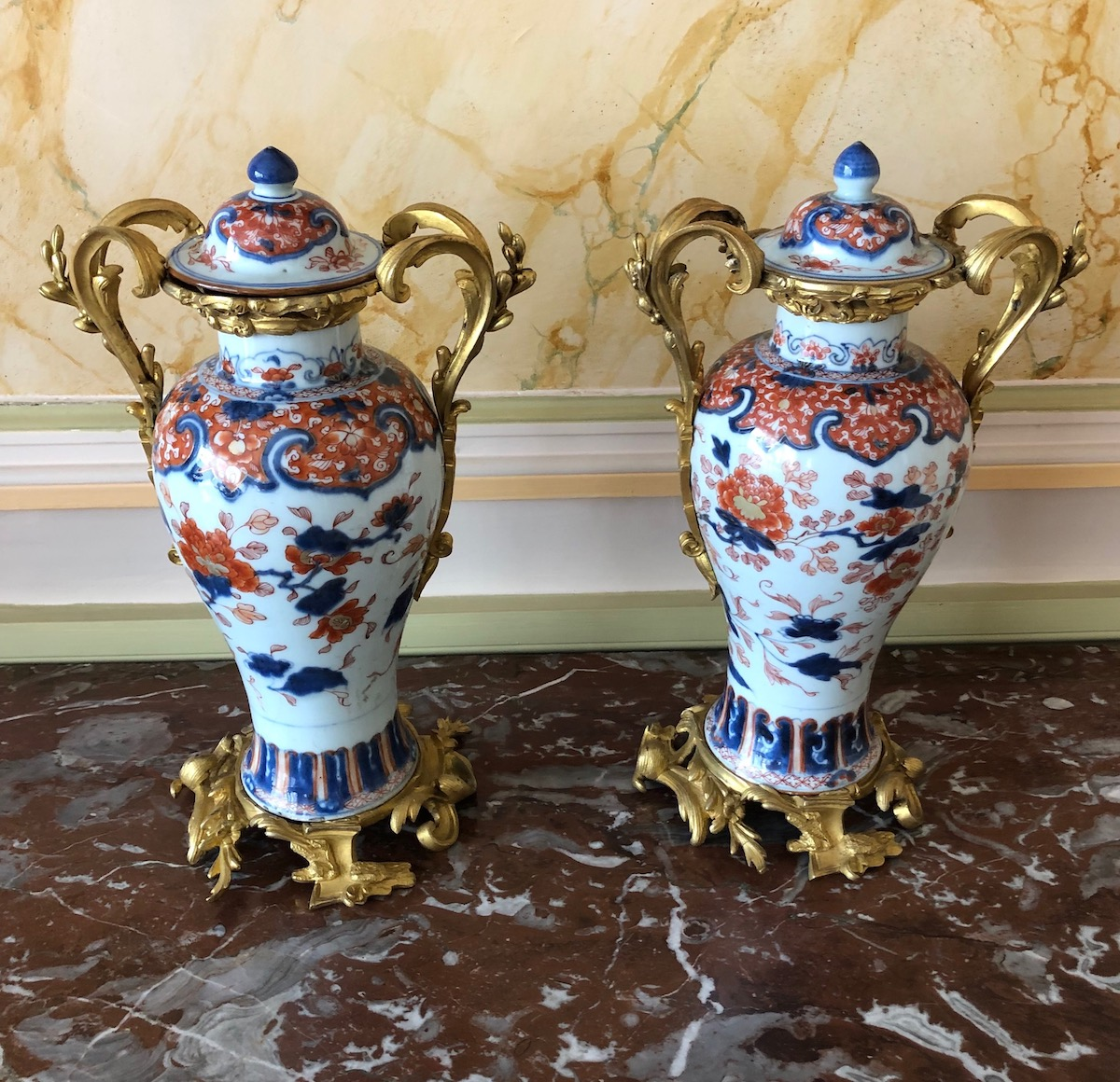 Paire de vases Imari Chinois d'époque Louis XV
